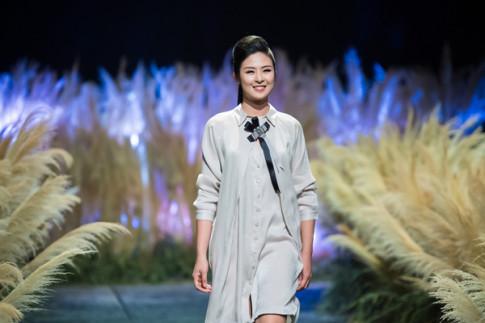 Hồng Quế 70 kg sau sinh vẫn tỏa sáng trong show thời trang của hoa hậu Ngọc Hân