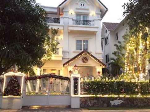 Ngắm ngôi nhà Giáng sinh 'sáng' nhất Hà Nội chỉ mất... 7 giờ trang trí