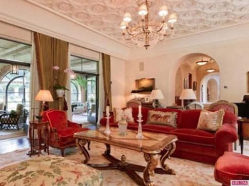 Ngỡ ngàng nhà mới 210 tỷ của Christina Aguilera