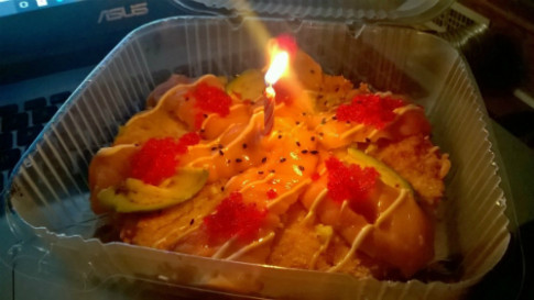 Quà sinh nhật bất ngờ của nhà hàng cho thực khách cô đơn
