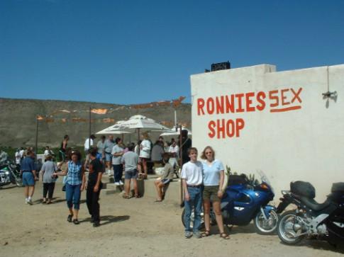 Quán bar đông khách sau khi thêm từ 'sex' vào tên gọi