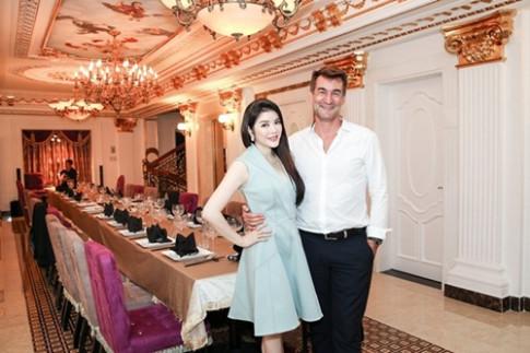 Sao Việt thuê đầu bếp, thuê nhạc công tổ chức tiệc tại biệt thự khủng