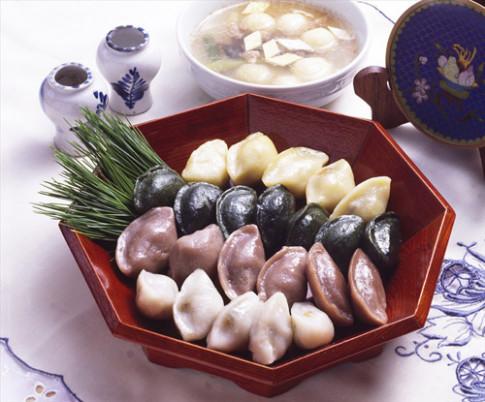 Songpyeon - biểu tượng tôn vinh sự không tròn đầy của người Hàn