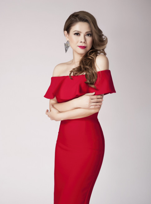Thanh Thảo khoe vai trần quyến rũ ở tuổi 39