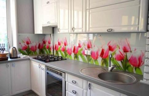 Thay sơn tường phòng bếp bằng gạch hoa văn độc lạ và đón nhận bất ngờ