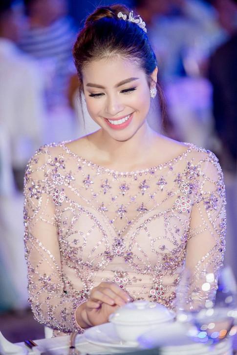 Thời trang sao Việt đẹp: Phạm Hương - Midu hóa công chúa khiến ai cũng ước làm hoàng tử