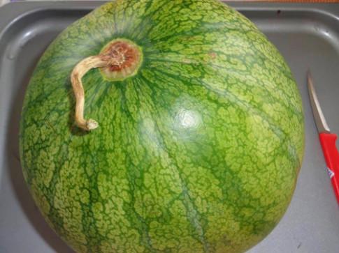 Tỉa giỏ hoa quả đẹp lung linh từ dưa hấu dịp 20-11