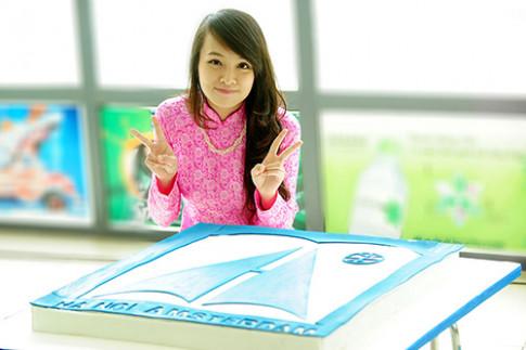 Tranh cãi quanh chiếc bánh Minh Nhật MasterChef tặng trường cũ