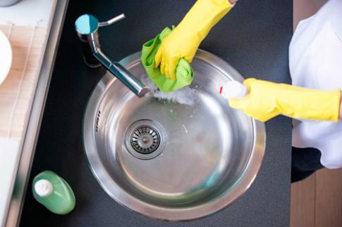Vứt dung dịch hóa học đi, chỉ cần muối nở và giấm là nhà sạch bong