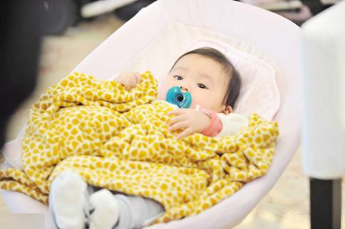 6 dấu hiệu kiểm tra trẻ sơ sinh khỏe mạnh, không mắc bệnh