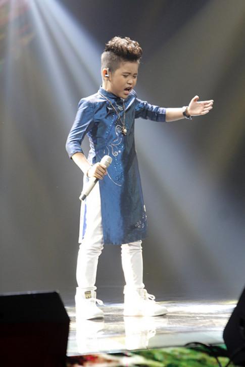 Bấm nút đầu tiên, Noo Phước Thịnh vẫn để mất giọng ca chèo 10 tuổi vào tay Đông Nhi