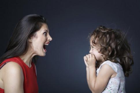 """Cách dạy con bướng bỉnh """"một phát nghe ngay"""" không cần quát mắng"""