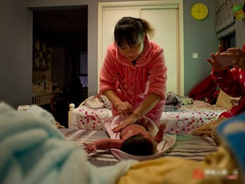 Chân dung một giúp việc chăm trẻ TQ lương 35 triệu/tháng