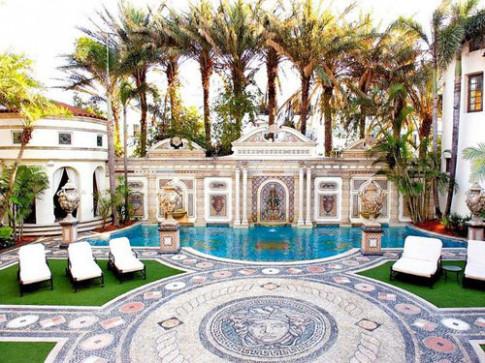Chiêm ngưỡng lâu đài nghìn tỷ của NTK Versace