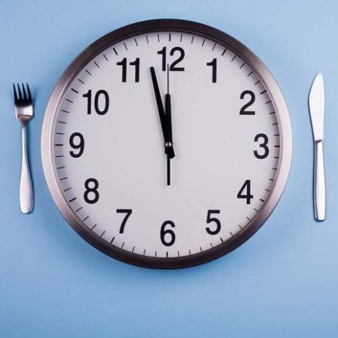 Cứ mắc hoài 4 sai lầm này vào bữa trưa bảo sao không tăng cân