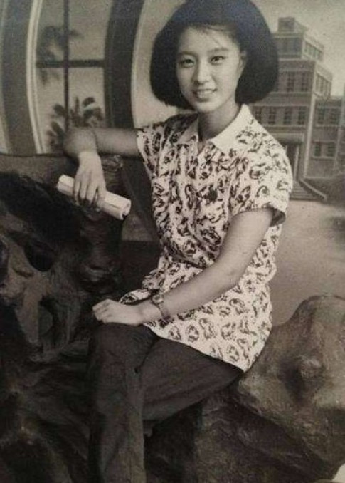 Đừng hỏi vì sao Phạm Băng Băng đẹp đến thế, cứ ngắm bà ngoại cô ấy sẽ hiểu!