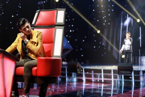 Noo Phước Thịnh rơi nước mắt khi nghe thí sinh GHVN hát về mẹ