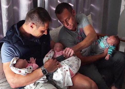 Thụ thai 2 phôi, cặp đôi đồng tính bất ngờ có 3 con