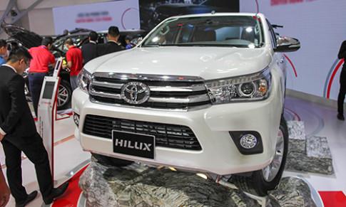Toyota Hilux 2016 giá từ 697 triệu, quyết đấu Ford Ranger