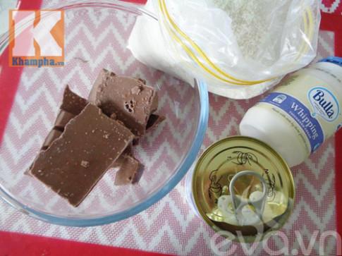 Tự làm bánh socola nhân dừa hình trái tim tặng chàng