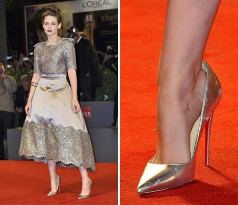 Bí mật bất ngờ đằng sau thói quen đi giày quá rộng của các người đẹp Hollywood