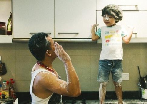 14 bức hình chứng minh mẹ vắng nhà, bố Việt chăm con cũng đảm đang như ai