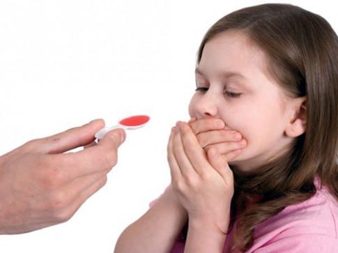 5 thực phẩm tuyệt đối không cho con ăn khi đang uống thuốc để tránh nặng bệnh