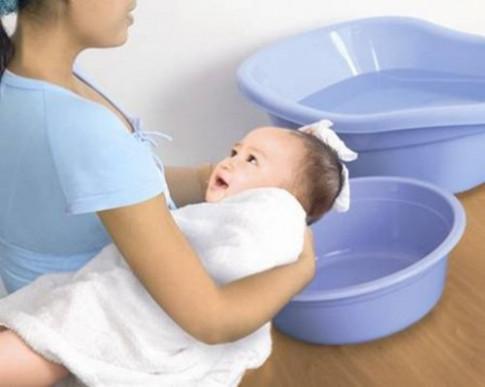6 thời điểm mẹ tắm cho bé sơ sinh có thể nguy hiểm tính mạng con