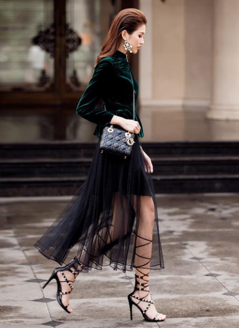 Cách mix váy và áo khoác đẹp cho nữ công sở tuổi 30 xinh tươi đón Xuân