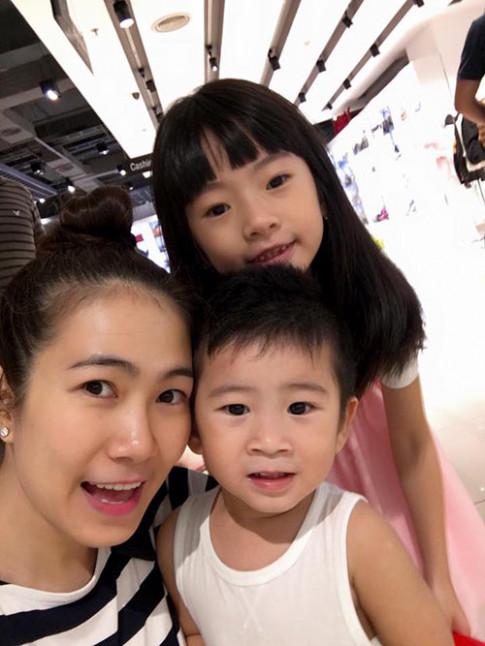 Được người khác xin chụp ảnh cùng, con gái MC Thanh Thảo Hugo nói câu gây bất ngờ