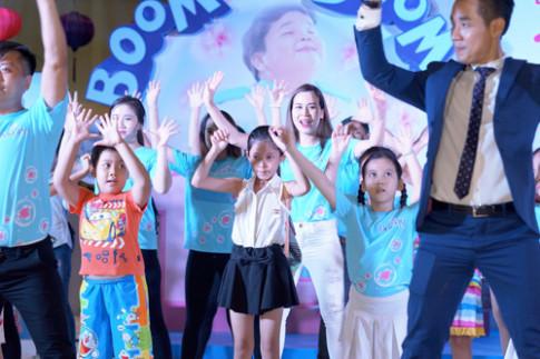 Gia đình Việt hào hứng với điệu nhảy đánh bay mùi hôi trên quần áo.