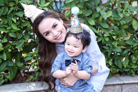 HH Diễm Hương: Không lo con thiệt thòi vì mẹ ham đi làm sớm
