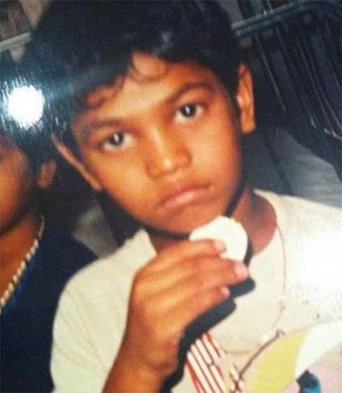 Lạc mất con 4 tuổi trên tàu, 25 năm sau bà mẹ bật khóc khi mở cửa nhà