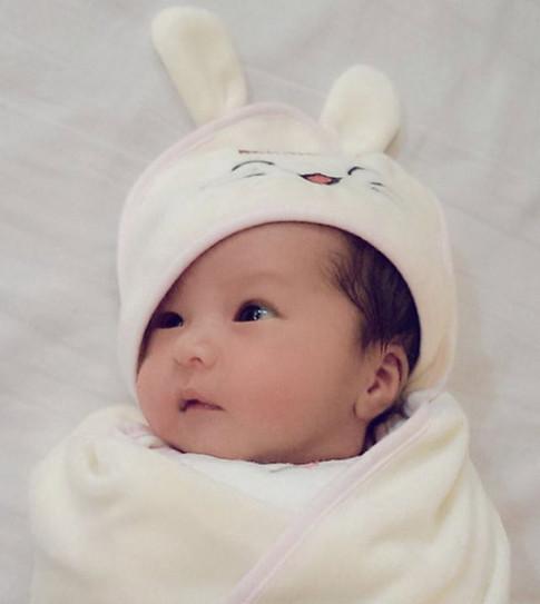 Mai Thỏ 'Siêu vòng 1' : Không sợ hỏng ngực vì cho con bú