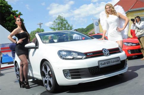 Người đẹp bốc lửa ở lễ hội Volkswagen