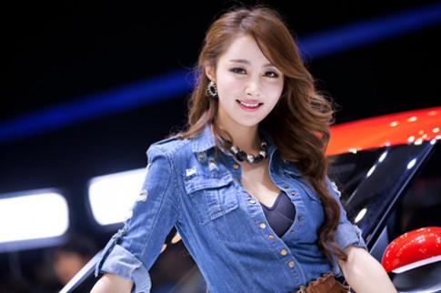 Người đẹp khoe sắc tại Triển lãm ôtô Busan