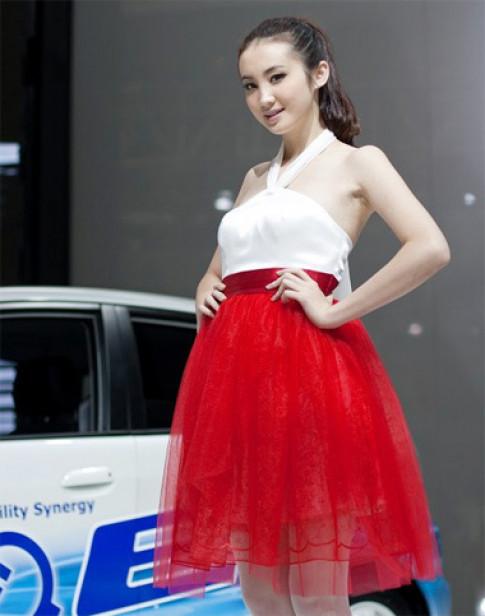 Người đẹp tha thướt ở triển lãm Quảng Châu
