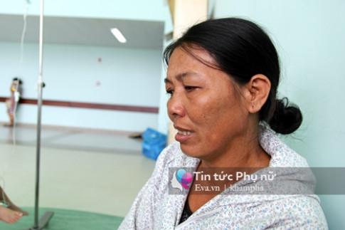 """Người mẹ già 7 năm làm bốc vác, ăn """"cơm viện"""" 10 nghìn đồng cứu con ung thư"""