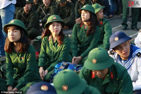 Nữ tân binh xinh đẹp giữa hàng nghìn thanh niên nhập ngũ là ai?