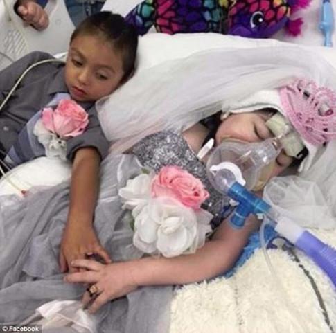 Sự thật cảm động phía sau bức ảnh đám cưới của hai đứa trẻ 5 tuổi