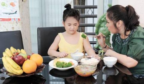 Trẻ biếng ăn: Mẹ nên và không nên làm gì?