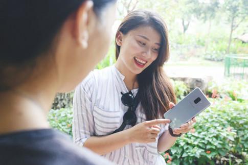 """3 lý do """"chuẩn khỏi chỉnh"""" khiến phái đẹp """"phát cuồng"""" vì Galaxy A8"""