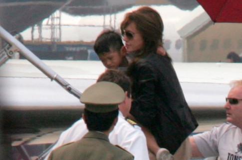 Angelina Jolie đã không giữ lời hứa đưa Pax Thiên về Việt Nam