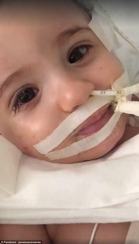 Bác sĩ đòi rút ống thở, mẹ nói không và cô bé đẹp thiên thần này đã về từ cõi chết