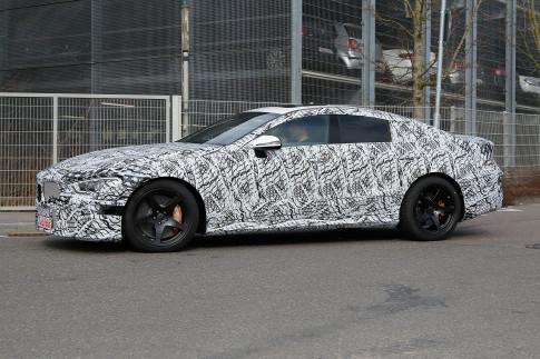 """""""Bắt gặp"""" Mercedes-AMG GT 2018 thử nghiệm trên đường phố"""