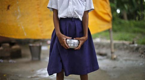 Bé gái 12 tuổi nguy kịch vì bị 4 giáo viên cưỡng hiếp tập thể ở Ấn Độ
