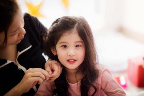 Bé gái 4 tuổi giống Lưu Diệc Phi ngoài đời còn xinh gấp bội phần