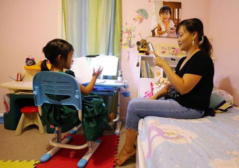 Bé gái gốc Việt 6 tuổi đã làm gia sư cho hàng loạt học sinh khiến báo Mỹ kinh ngạc