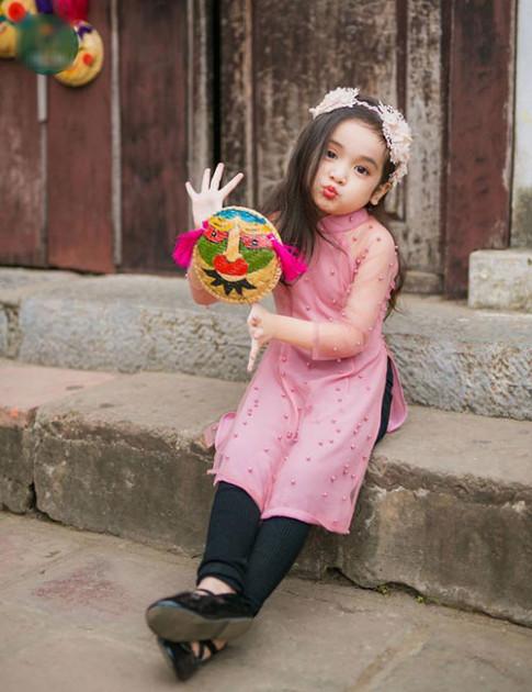 """Bé gái Hà Nội được hứa hẹn """"sinh ra để làm hoa hậu"""""""