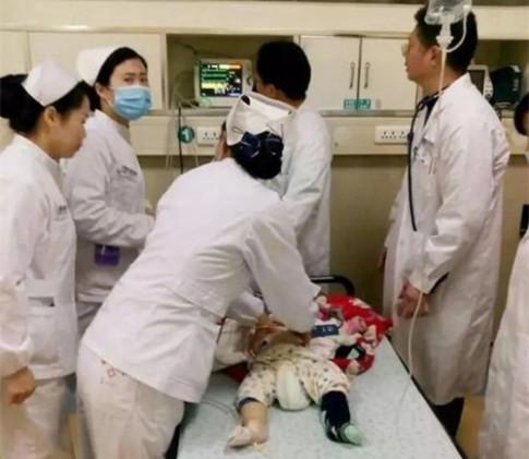 Bé sơ sinh 7 tháng tử vong vì cách đắp chăn vô ý của bố mẹ